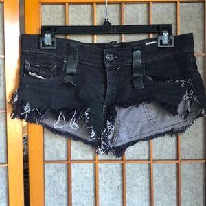 Gogo goth/just plain punk rock Uber short shorts